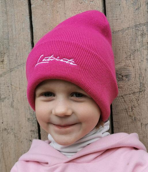 """Bērnu cepure ar izšūtu uzrakstu """"Latviete"""""""