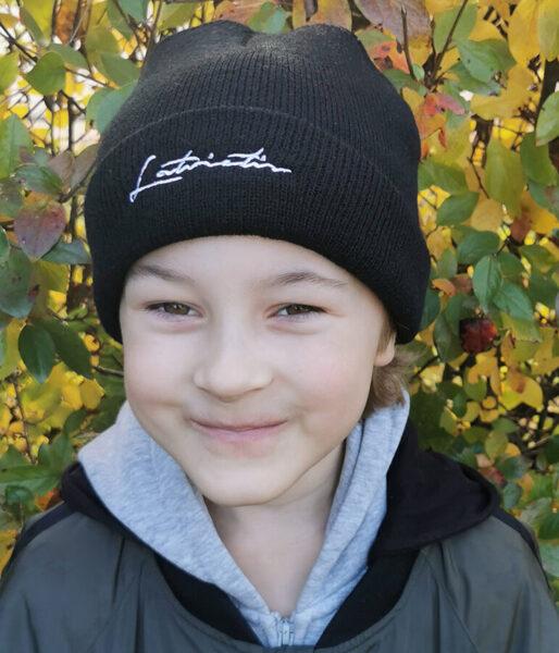 """Bērnu cepure ar izšūtu uzrakstu """"Latvietis"""""""