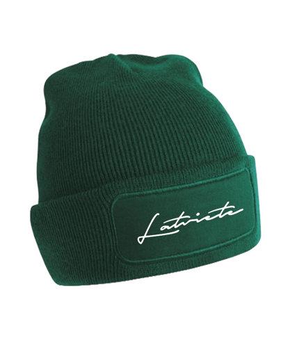 """Cepure ar tumsā atstarojošu uzrakstu """"Latviete"""""""